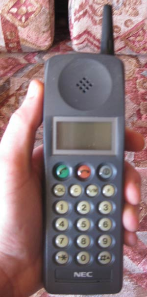 Teléfono portátil NEC P100