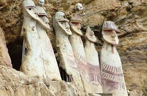 Los sarcófagos de Karajía de los chachapoyas